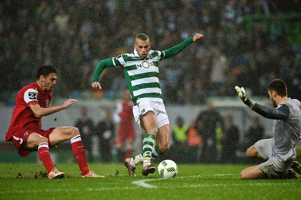 Sporting's Algerian forward Islam Slimani (C) vies with Braga's Russian goalkeeper Stanislav Kritsyuk (R) during the Portuguese league football match Sporting CP vs SC Braga at the Jose Alvalade stadium in Lisbon on January 10, 2016. AFP PHOTO/ PATRICIA DE MELO MOREIRA / AFP / PATRICIA DE MELO MOREIRA (Photo credit should read PATRICIA DE MELO MOREIRA/AFP/Getty Images)