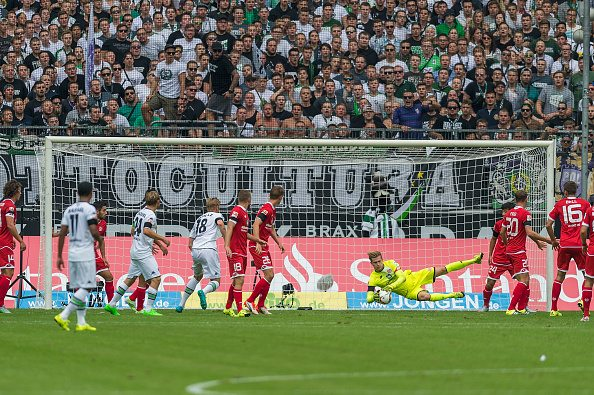 MOENCHENGLADBACH, GERMANY - AUGUST 23: Loris Karius (1) of FSV Mainz 05 in action at Borussia Park on August 23, 2015 in Moenchengladbach, Germany. (Photo by Oliver Kremer at Pixolli Studios/Getty Images)