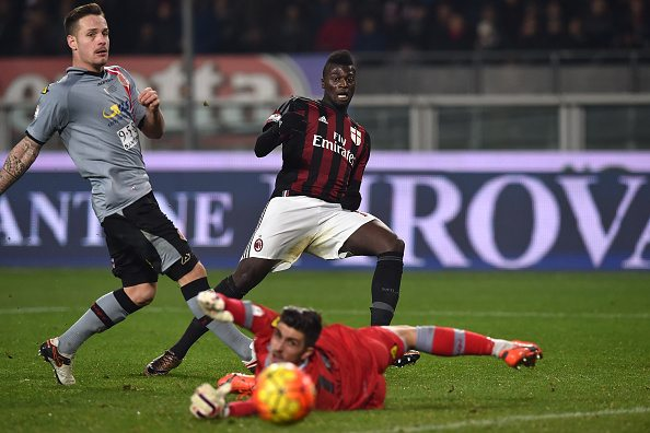 TURIN, ITALY - JANUARY 26: Mbaye Niang (C) of AC Milan strikes the post during the TIM Cup match between US Alessandria and AC Milan at Olimpico Stadium on January 26, 2016 in Turin, Italy. (Photo by Valerio Pennicino/Getty Images)