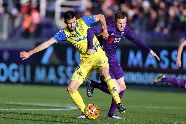FLORENCE, ITALY - DECEMBER 20: Josip Ilicic of ACF Fiorentina battles for the ball with Ivan Radovanovic of AC Chievo Verona during the Serie A match between ACF Fiorentina and AC Chievo Verona at Stadio Artemio Franchi on December 20, 2015 in Florence, Italy. (Photo by Gabriele Maltinti/Getty Images)