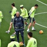 Real Madrid's new French coach Zinedine Zidane (C) looks at his players during a training session at the Valdebebas training ground in Madrid on January 8, 2016.   AFP PHOTO / GERARD JULIEN / AFP / GERARD JULIEN        (Photo credit should read GERARD JULIEN/AFP/Getty Images)