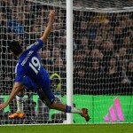 LONDON, ENGLAND - FEBRUARY 07: Diego Costa of Chelsea scores the equalising goal during the Barclays Premier League match between Chelsea and Manchester United at Stamford Bridge on February 7, 2016 in London, England.  (Photo by Mike Hewitt/Getty Images)