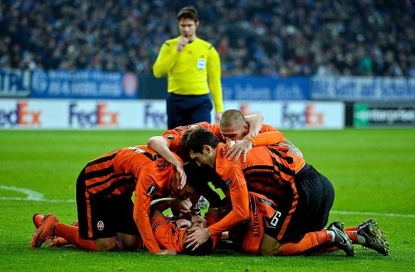 Shakhtars Facundo Ferreyra celebrates scoring the 0-2 goal with his team-mates during the UEFA Europa League, Round of 32 match football between FC Schalke and Shakhtar Donetsk in Gelsenkirchen, western Germany on February 25, 2016. / AFP / SASCHA SCHUERMANN (Photo credit should read SASCHA SCHUERMANN/AFP/Getty Images)