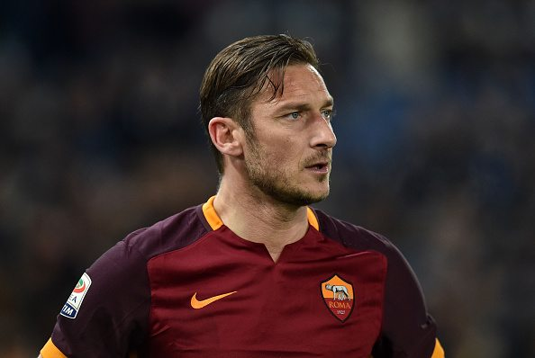 ROME, ITALY - MARCH 04: Francesco Totti of AS Roma in action during the Serie A match between AS Roma and ACF Fiorentina at Stadio Olimpico on March 4, 2016 in Rome, Italy. (Photo by Giuseppe Bellini/Getty Images)