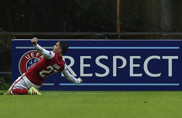 Sporting Braga's forward Josue celebrates after scoring a goal during the UEFA Europa League second-leg round of 16 football match SC Braga vs FC Sion at the Braga Municipal stadium in Braga on February 24, 2016. / AFP / FRANCISCO LEONG (Photo credit should read FRANCISCO LEONG/AFP/Getty Images)