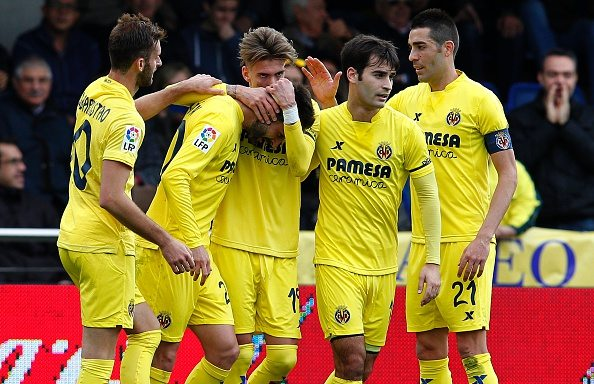 Villarreal's midfielder Samuel Castillejo (C) celebrate with teammates after scoring during the Spanish league football match Villarreal CF vs Levante UD at El Madrigal stadium in Vila-real on February 28, 2016. / AFP / Jose Jordan (Photo credit should read JOSE JORDAN/AFP/Getty Images)