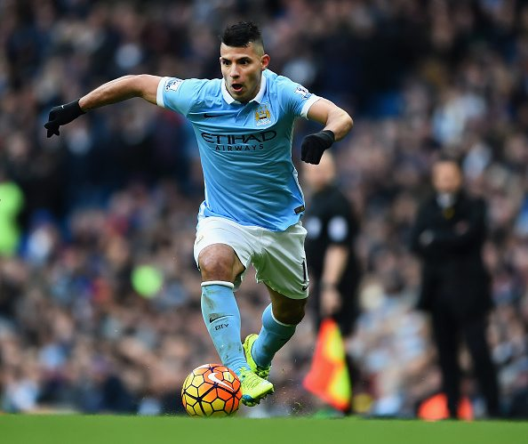 MANCHESTER, ENGLAND - MARCH 05: Sergio Aguero of Manchester City in action during the Barclays Premier League match between Manchester City and Aston Villa at Etihad Stadium on March 5, 2016 in Manchester, England. (Photo by Laurence Griffiths/Getty Images)