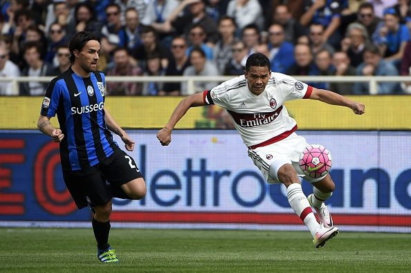 Atalanta's midfielder from Italy Luca Cigarini (L) fights for the ball with AC Milan's forward from Colombia Carlos Bacca during the Italian Serie A football match Atalanta vs AC Milanon on April 3, 2016 at the Stadium azzuri in Bergamo. / AFP / OLIVIER MORIN (Photo credit should read OLIVIER MORIN/AFP/Getty Images)