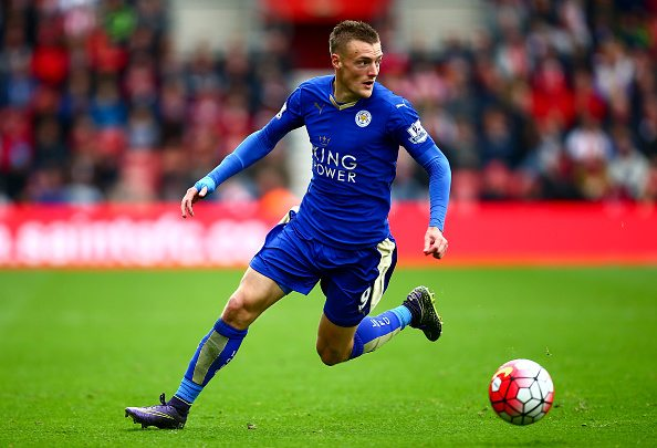 SOUTHAMPTON, ENGLAND - OCTOBER 17: Jamie Vardy of Leicester in action during the Barclays Premier League match between Southampton and Leicester City at St Mary's Stadium on October 17, 2015 in Southampton, England. (Photo by Jordan Mansfield/Getty Images)