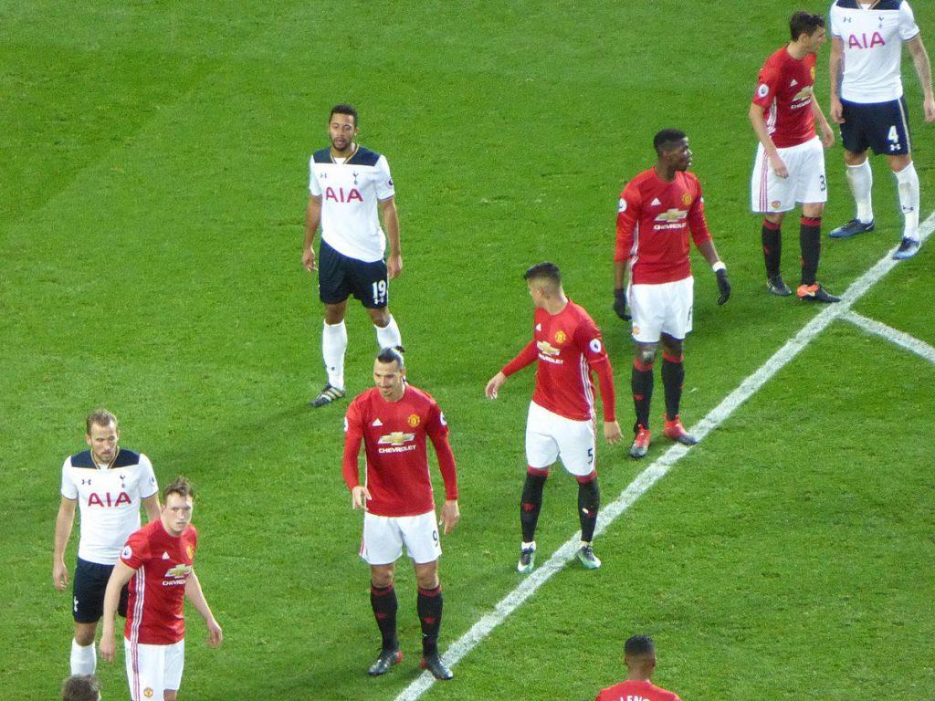 Manchester_United_v_Tottenham_Hotspur,_December_2016_