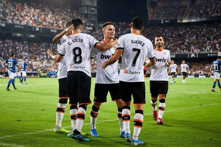 Valencia-CF-players-celebrate